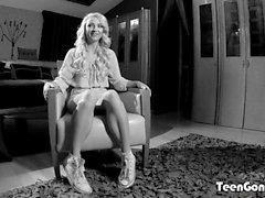 TEENGONZO Hot Carmen Colloway zertrümmert mit steifen großen Schwanz