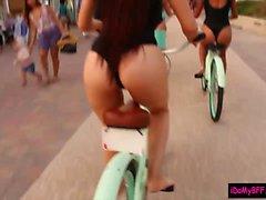 ciclistas Beach dan mamada y se atornillan a una suerte amigo