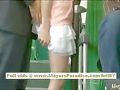 Рио Азии подростковой милашки становится ее волосатые киски ласкал на автобус