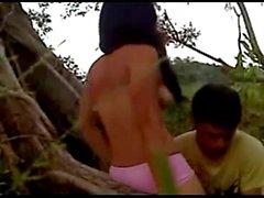 Menina indonésia fodida na selva