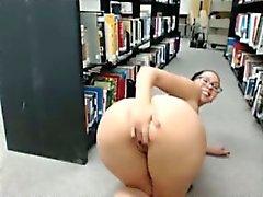 Отважный камера с девушкой Голая в библиотеке 5