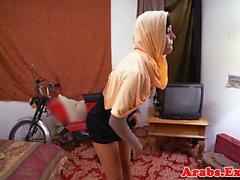 folla aficionados árabes y chupa por dinero en efectivo