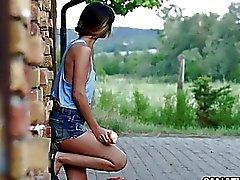 Reizvoller Hardcore Erotika auf dem Bauernhof mit Mona Kim