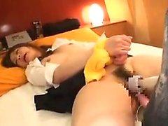 Bella ragazza asiatica di un sedere divino occupa una frenetica gioca una