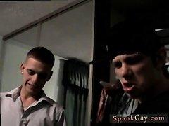 Маленькие голая подростков мальчиков отшлепала трубкой веселую оргией мальчика Spanki