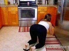 Дом-горничная получает возможность стать свинью на работе
