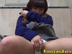 toques en solitario joven japonesa