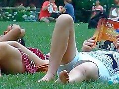 mãe espião e filha no parque parte 2