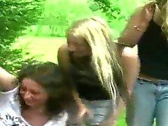 Rubios CFNM dominación femenina al aire libre de sacudidas verga
