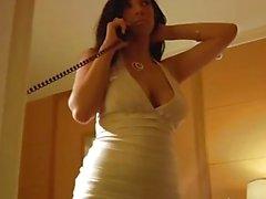 Jelena Jensen Fingers Pussy en robe moulante!