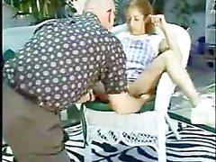 Petite jugendlich Pool -Reiniger gefickt