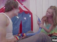Clown baise Nicole Clitman très dur