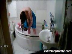 У моей Мамы знают о скрытой камеры в ванная комната