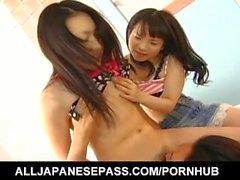 Mai Konishi e babe lick mesmo pau e são bombeados em castores