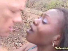 bebê africano pegou para foda ao ar livre