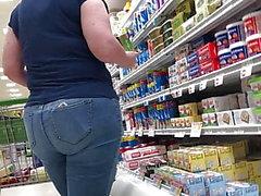Plumb weißer Hintern in Jeans