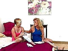 Симпатичные подростковой Kate Англией и горячей мама Аманда Verhhoks lesbosex