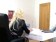 Hot busty casting agente follada en la entrevista