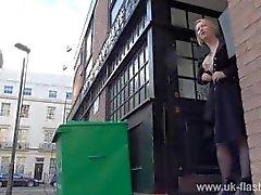 Blonde exhib amateur Amber Stevens images upskirt et le clignotement du public