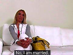 Fine blonds claquement amateurs Russian la coulée