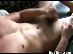 Красивый парень из Тайланд мастурбирует