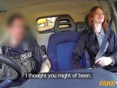 Falsi Spola ginger a caldo Scopata di una polizia furgone