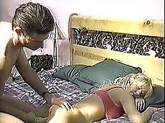 Девушка отсасывания своего спящего парень