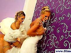 Las lesbianas Gloryhole obteniendo Eyaculación colectiva juntas