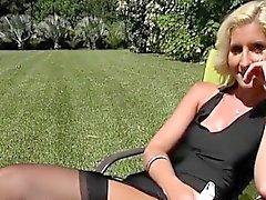 Blondie Mckenzi Reynoldstal blinkar hennes fitta du vill Ener
