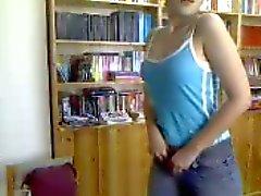Turks meisje op webcam met fles