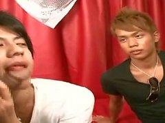 Two ado japonais offre leur bite