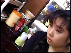 esposa japonesa adorável oferece um boquete profundo e fica dri