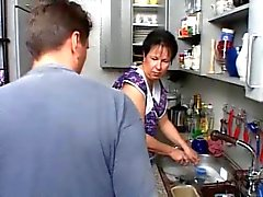 De MAMAN SEXY DE n108 brunette german maturité de la cuisine