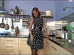 British MILF musta nailonit