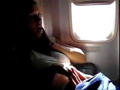 Pornthey - sıcak milyon karısı kendisini ticari uçakta parmaklıyor