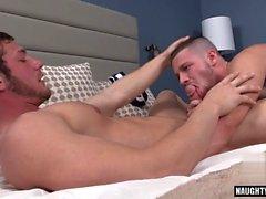 Tatouage sexe anal gay et éjac