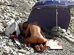 Tirkistelijä koskevat yleiselle rannalle sukupuoleen
