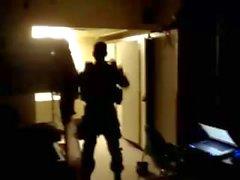 Str8 Army Guy Stiptease dans les casernes