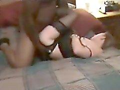 Frun plöjs av en stor svart manen