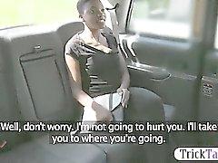 Ebony gata fodido e facialed por falso motorista em público