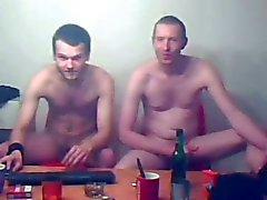 dois amigos bisexual exibindo