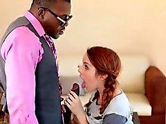 Cutie rousse teen Amanda Miller raillée par big black cock