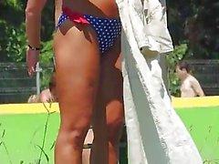 Сексуальный Горячий пляж в бикини милашки для загара HD вуайерист Video