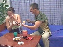 Betrunken Geschwister Bumsen während sich die Eltern nicht zuhause