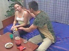 Frères et sœur ivres baise pendant que leurs parents pas à la maison