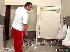 okulun banyoda mastürbasyon genç yakalandı sonra öğretmen sikikleri