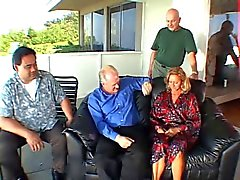 Зрелая светлые жена получает задницу перед мужем