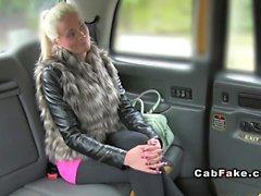 Грудастые блондинка челку Финская по такси