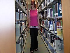 Бэлла Jaimes в колледже Library Прерывистое
