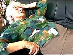 La abuelita a Norma pide Dr. de chocolate